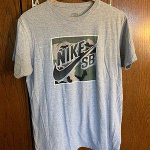 Nike SB Tee Camo Logo